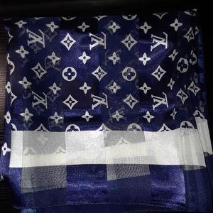 Woman's scarve